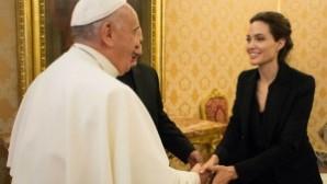 Papa, Angelina Jolie'yi kabul etti