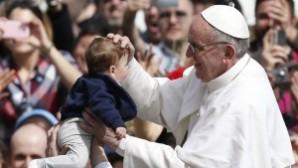 """Papa: """"Çocuk yapmamak bencilce bir seçimdir"""""""