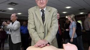 Kalp masajının mucidi yaşamını yitirdi