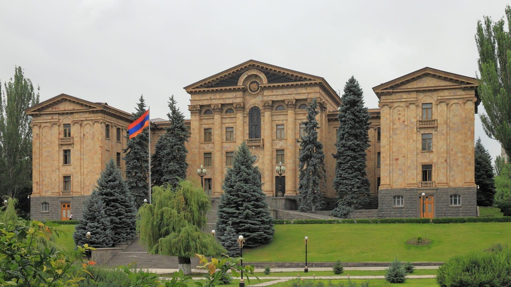 ermenistan parlamentosu kucuk