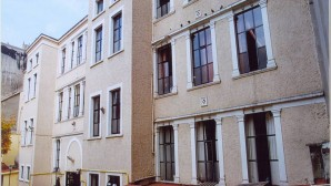 Ermeni okullarına kayıt şartları belirlendi
