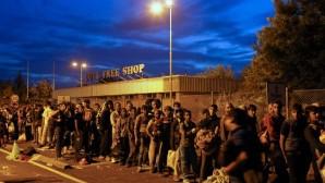 Mülteci krizi yeni bir evreye girdi: Mülteciler Polisle çatıştı