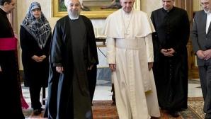 Papa Françesko İran Cumhurbaşkanı Ruhani ile Buluştu