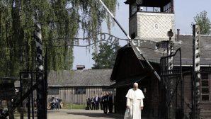 Papa, Auschwitz-Birkenau'yu ziyaret etti
