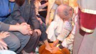 Episkopos Öğrencilerin Ayaklarını Yıkadı