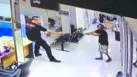 Tayland'da Bir Adamın Polise Bıçak Çektiği Olay Şefkatle Sonuçlandı