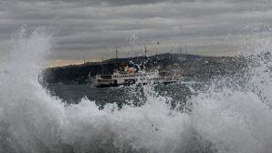 İstanbul'da Şiddetli Yağış Hayatı Felç Etti