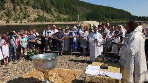 Rusya'nın Doğusunda Yer Alan Köyde 200'den Fazla Kişi Vaftiz Edildi
