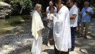 Avusturalyalı Kadın Nicholas Gage'in Bulunduğu Tören'de Vaftiz Edildi
