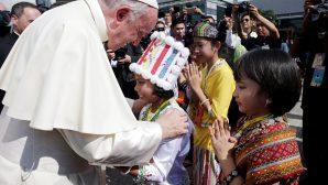 """Papa Françesko'nun """"Sevgi ve Barış"""" Turu Başladı"""