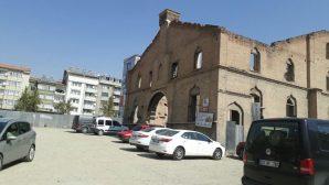 Elazığ'daki Ermeni Protestan Kilisesi Hala Otopark Olarak Kullanılıyor