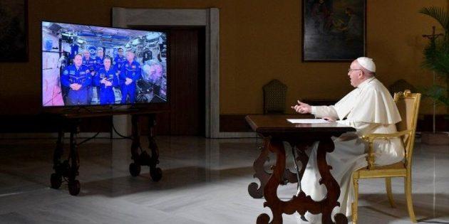 Papa Françesko, Uzaydaki Astronotlarla Canlı Video Bağlantısı Gerçekleştirdi