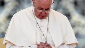 Papa Françesko, bazen dua ederken uyuya kaldığını itiraf etti