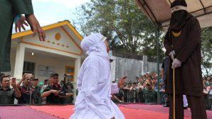 Endonezya'da Hristiyanlara Kamçı Cezası!