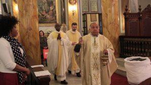 İstanbul'daki Katolik Cemaatinin Paskalya Bayramı Kutlaması