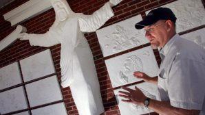 İsa Mesih Heykelini 'Çok Katolik' Olduğu İçin Kaldırdılar