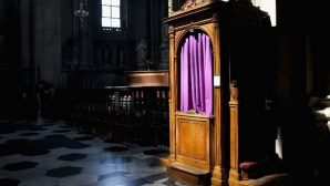 Rahip, Günah Çıkarılan Odada 36 Bin Euro Buldu