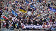 """Kiev'de 10 Bin Kişi """"Mutlu Aile"""" İçin Yürüdü"""