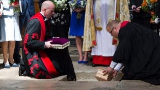 Stephen Hawking'in Külleri Westminster Manastırı'na Gömüldü