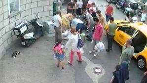 Aya Dimitri Kilisesi Önünde Kalp Krizi Geçiren Adamı Hayatta Tutma Çabası Kameralara Yansıdı