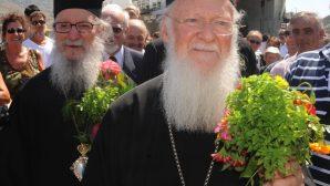Patrik I. Bartholomeos ve Başepiskopos Demetrios, Yunan Halkını Teselli Etti