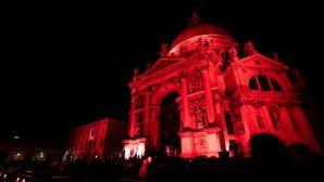 Venedik, Zulüm Gören Hristiyanlar İçin Kırmızıya Büründü