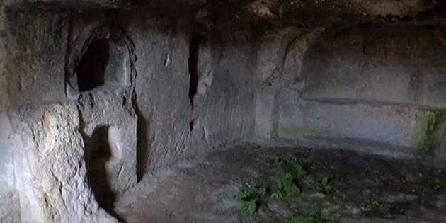 Afyonkarahisar'daki Antik Gizli Kilise Ziyaretçilerin İlgisini Çekiyor