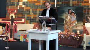 Ermeni Aileyi Korumak İçin Kesintisiz Ayin Yapıyorlar
