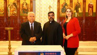 """Hatay Büyükşehir Belediyesi'nden Kiliselere """"Noel Ağacı"""" Hediyesi"""