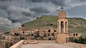 Katolik, Ortodoks ve Protestan Kiliselerinin Yer Aldığı Köy Harabeye Dönmüş Vaziyette