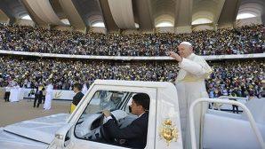 Papa Françesko 135 Bin Kişilik Stadyumda Ayin Düzenledi