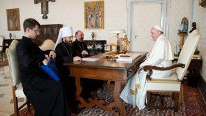 Papa ve Rus Patrikhanesi'nden Metropolitan Hilarion Vatikan'da Bir Araya Geldi
