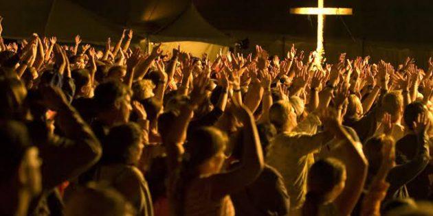 İstikrarlı Olarak Kiliseye Gitmek Daha İyi Hissettiriyor