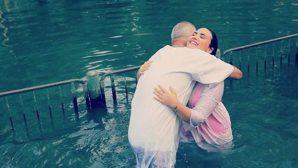 Pop Yıldızı, Ürdün Nehri'nde Vaftiz Oldu