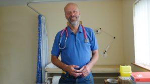 Hastasına Dua Ettiği İçin Suçlanan Doktor, Aklandı