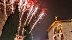 Antakya'da, Havai Fişekler Noel Coşkusunu Arttırdı