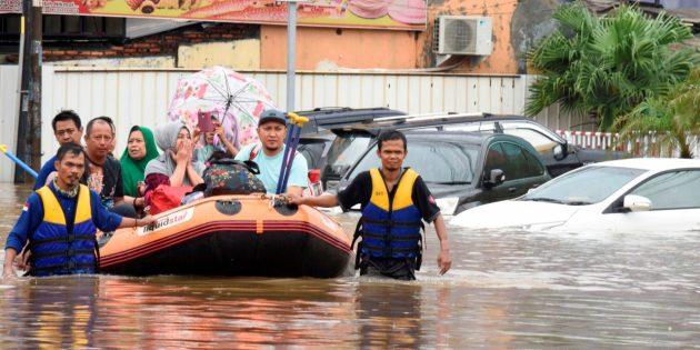 Endonezya'da 7 Binden Fazla Kişi Selden Etkilendi