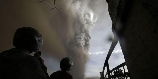 Filipinler'de Yanardağ Patlaması Sonucu, En Az 300 Bin Kişi Tahliye Edildi