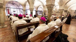 """İstanbul Latin Katolik Episkoposu Monsenyör Ruben, Bari'deki """"Akdeniz, Barışın Sınırı"""" Toplantısına Katıldı"""