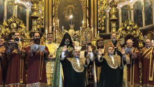 """Patrik II. Sahak Maşalyan Eli ile, İki Diyakon, """"Peder"""" Olarak Takdis Edildi"""