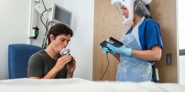 Britanya'da 18 Yaşındaki Genç Koronavirüs Nedeniyle Hayatını Kaybetti