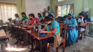 Hindistanlı Rahibe 50 Bin Adet Maske Yapılmasına Öncülük Ediyor