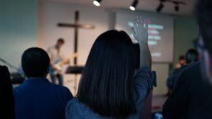 Kiliseler Canlı Yayın ile İbadetlere Başladı