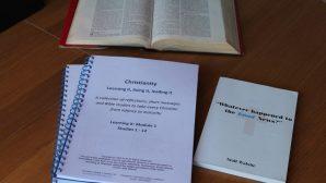 Papazlar, COVID-19 Tedbirleri Kapsamında İncil Fotokopileri Kullanıyorlar