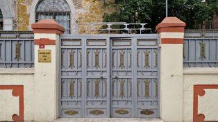 Kuzguncuk Kilisesi'nin Haçı Yerinden Söküldü