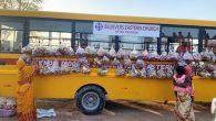 Hristiyanlar, Yardım Paketlerini Okul Servisi ile Dağıtıyor