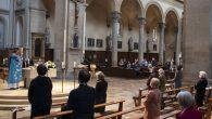 Fransa'daki Tüm Kiliseler İbadete Açıldı