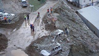 Artvin'de Sel ve Heyelan: 1 Kişi Öldü, 3 Kişi Kayıp