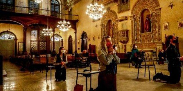 Yunanistan'da Kiliseler İçin Karantina Önlemleri 21 Ağustos'a Kadar Uzatıldı