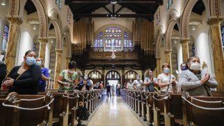Kiliseler Sosyal Mesafe Kurallarına Uyarak, Yeniden Bir Araya Geldi